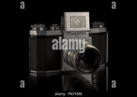 Der Praktiflex ist ein 35 mm SLR Kamera, durch Kamera-Werkstätten VEB Niedersedlitz bis, Dresden, Ddr hergestellt und produziert zwischen 39-40 - Stockfoto