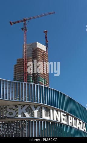 Skyline Plaza mit Grand Tower, einem Hochhaus Gebäude im Bau in Frankfurt am Main, Deutschland. - Stockfoto