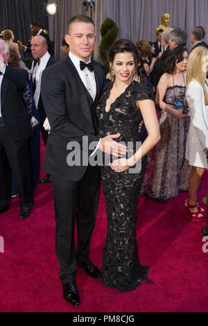 Channing Tatum und Jenna Dewan-Tatum kommen für die Oscars® auf der Dolby® Theater in Hollywood, CA, 24. Februar 2013. - Stockfoto