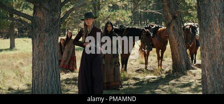 Rosamund Pike und Tanaya Beatty in Mutanten (2017) Animation Studios Motion Pictures - Stockfoto