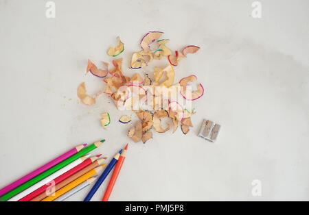 Buntstifte und Bleistift Späne - Stockfoto