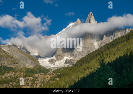 Die Aiguille du Dru (auch der Dru oder die Drus; Französisch, Les Drus) ist ein Berg in den Mont Blanc Massiv in den Französischen Alpen. Es ist im Osten - Stockfoto