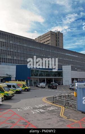 Vorderansicht der alten Royal Liverpool University Hospital, die abgerissen, wenn das neue Krankenhaus beendet wird. - Stockfoto