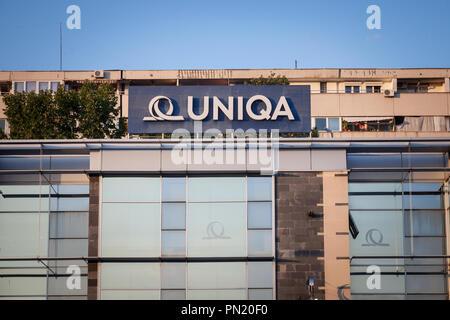 Belgrad, SERBIEN - September 19, 2018: Uniqa Versicherungen Logo auf ihren Hauptsitz in Neu Belgrad. Uniqa Group ist eine österreichische Versicherung multinationale - Stockfoto