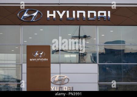 Belgrad, SERBIEN - 19. SEPTEMBER 2018: Hyundai Logo auf ihren wichtigsten Händler store Belgrad. Hyundai ist eine Südkoreanische Auto und KFZ-Hersteller - Stockfoto