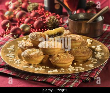 Frangipane mince pies mit Mandel- nachfüllen. Festliche essen UK - Stockfoto