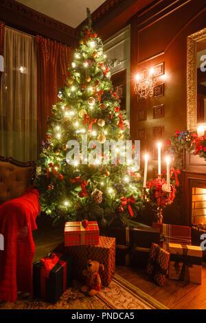 weihnachten abend bei kerzenschein klassische wohnungen. Black Bedroom Furniture Sets. Home Design Ideas