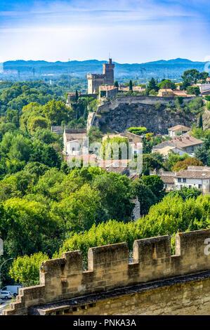 Frankreich. Gard (30). Villeneuve-Les-Avignon. Die Philippe Le Bel Turm von Saint-André Abtei gesehen - Stockfoto
