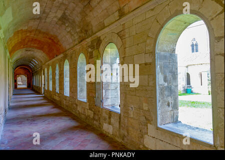 Frankreich. Gard (30). Villeneuve-Les-Avignon. Chartreuse Notre-Dame-du-Val-de-Bénédiction. Der große Kreuzgang, oder das Kloster der Toten - Stockfoto