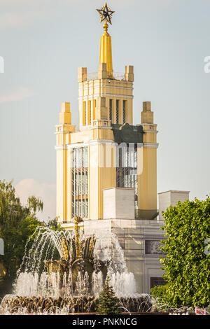 Moskau, Russland - Juli 21, 2018: Ausstellung Pavillion und Brunnen und einem berühmten Park VDNKh - Stockfoto