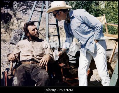 ... Clint Eastwood et Shirley MacLaine western Cigare  Prod DB ©  Universal DR SIERRA TORRIDE (zwei Maultiere FÜR SCHWESTER SARA) de 202a08686fe