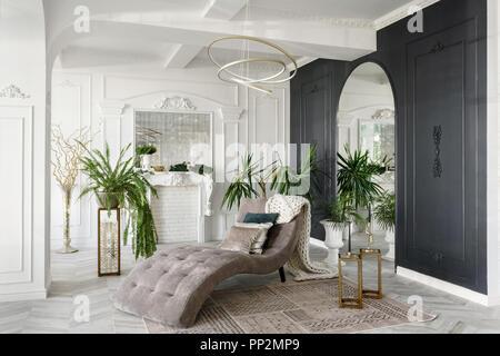 Leeren Wohnzimmer Mit Kamin Barock Stil Tapeten Und Eichenparkett