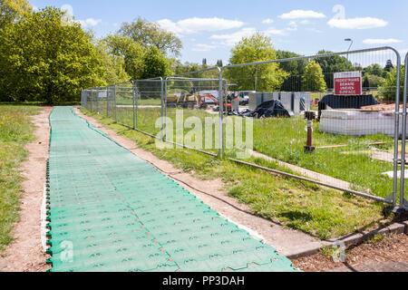 Temporäre trackway von Heras fechten Sicherung einer Baustelle - Stockfoto
