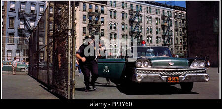 Prod DB © United Artists/DR WEST SIDE STORY de Jerome Robbins et Robert Wise 1961 USA avec? Et Simon Oakland classique de la Comedie musicale, de Polizei descente, voiture Ford Fairlane 500 de 1959 d'après la Piece de Arthur Laurents et William Shakespeare Romeo et Juliette (Romeo und Julia) musique et Leonard Bernstein - Stockfoto