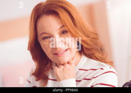 Porträt einer positive Frau Glück zum Ausdruck zu bringen - Stockfoto