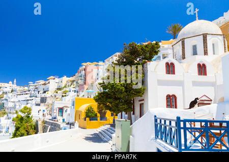 Blick auf Thera das schönste Dorf der Insel Santorini in Griechenland. - Stockfoto