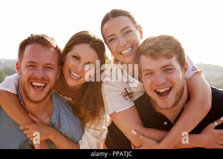 Portrait von jungen Paaren Spaß zusammen in den Urlaub - Stockfoto