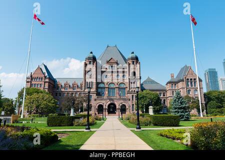 Die Gesetzgebende Versammlung von Ontario am Queens Park an einem klaren Tag Sommer, Toronto. - Stockfoto