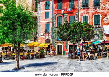 Street Restaurant in der Altstadt von Vernazza, Cinque Terre, Italien - Stockfoto