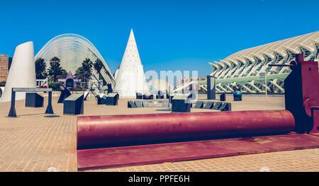 Valencia, Spanien - 17. Juni 2017: Blick auf die Außenseite des Science Museum im Sommer - Stockfoto