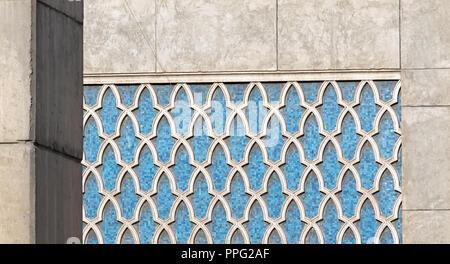 Die traditionelle arabische Blumenmuster in blau Mosaik Fliesen - Stockfoto