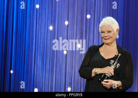 San Sebastian, Spanien. 25 Sep, 2018. Judi Dench erhält Donostia Award während der 66Th San Sebastian International Film Festival im Kursaal Palast am 25. September 2018 in San Sebastian, Spanien Credit: Jack Abuin/ZUMA Draht/Alamy leben Nachrichten - Stockfoto