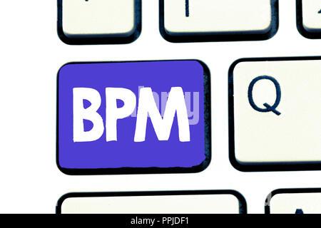 Handschrift text Bpm. Begriff Sinne Disziplin der Verbesserung einer Business Process Ausführung Verbesserungen. - Stockfoto