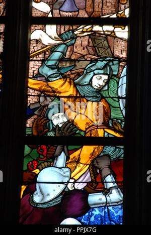 Die Glasfenster schildern, Joan des Bogens vom Sehen der Jungfrau Maria bis zu ihrem Tod auf dem Scheiterhaufen in der Kathedrale Sainte Croix in der Cit - Stockfoto