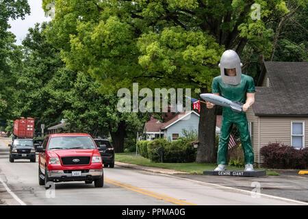 Gemini Giant Statue auf der Route 66, neben der Startrampe Drive-In, Eingang der Stadt Wilmington, Illinois. - Stockfoto