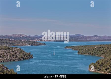 Fluss Krka eingabe Prokljan See aus dem Nordosten, Dalmatien Kroatien. - Stockfoto