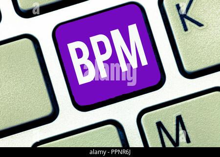 Schreiben Hinweis Bpm angezeigt. Business foto Präsentation Disziplin der Verbesserung einer Business Process Ausführung Verbesserungen. - Stockfoto