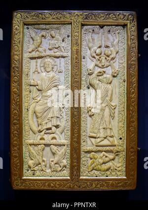 Buchen Sie die Abdeckung mit den Evangelisten, Benedicting Abtei St. Jacques, Luttich, Elfenbein aus frühen 900 s, umgeben von 1500s, Elfenbein, vergoldete Kupfer - - Stockfoto
