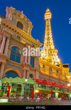 Blick auf Eiffelturm des Paris Hotel & Casino auf dem Strip, Las Vegas Boulevard, Las Vegas, Nevada, Vereinigte Staaten von Amerika, Nordamerika - Stockfoto