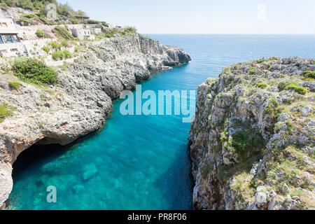 Apulien Leuca, Italien, Grotte von ciolo - eine überwältigende Aussicht auf die berühmte Grotte - Stockfoto
