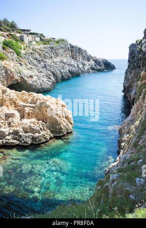 Apulien Leuca, Italien, Grotte von ciolo - Von der Grotte Ciolo der Adratic meer - Stockfoto