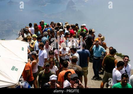 Blick von oben auf den Corcovado in Richtung Zuckerhut in Rio de Janeiro, Brasilien am 1. Februar 2008 - Stockfoto