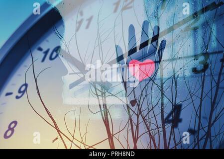 Zeit, Liebe und Wartet jemand mit einsamen Herzen Winter kunst Konzept