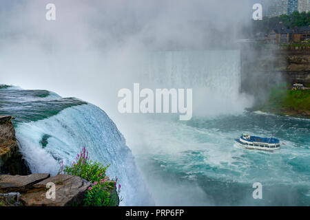 Mädchen des Nebels Ausflugsboot, Niagara Falls, Kanada - Stockfoto