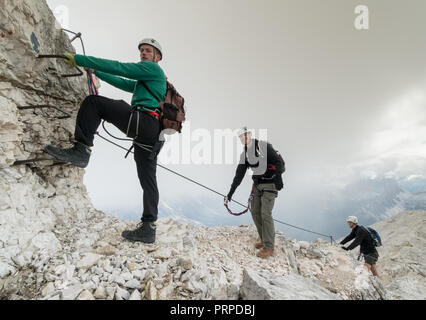 Klettersteig Uk : Eiger rotstock via ferrata klettersteig vertical gear