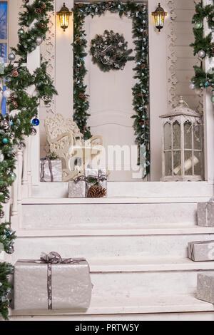 Weihnachtsdeko Kranz Und Lichter In Einem Haus In Freising Bayern