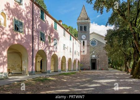 Die schöne Wallfahrtskirche Unserer Lieben Frau von Soviore, Monterosso al Mare, La Spezia, Ligurien, Italien Stockfoto