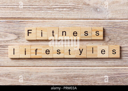 Gesunder Lebensstil Wort auf Holz Block geschrieben. Gesunder Lebensstil text auf Tisch, Konzept. - Stockfoto