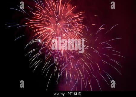 Feuerwerk in der Nacht - Stockfoto