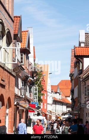 Historische Fassaden in der Fußgängerzone Große Bäckerstraße, Altstadt, Lüneburg, Niedersachsen, Deutschland, Europa - Stockfoto