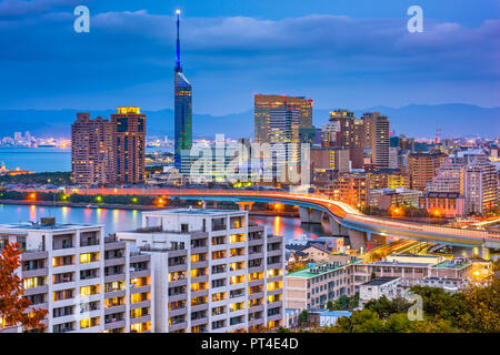 Fukuoka, Japan Stadtbild der Momochihama Bereich in der Abenddämmerung. - Stockfoto