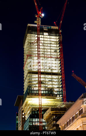 Frankfurt, Deutschland, 5. Oktober, 2018 - Baustelle von skycraper Omniturm bietet Wohn-, Büro- und öffentlichen Raum und werden - Stockfoto