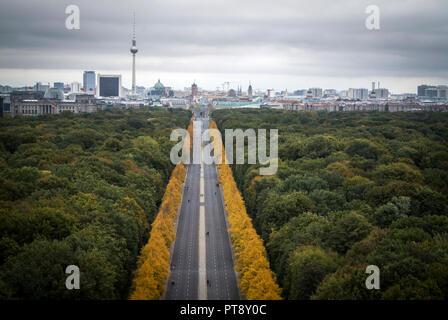 Blick von der Siegessäule, ist eine wichtige touristische Attraktion in der Stadt Berlin. - Stockfoto