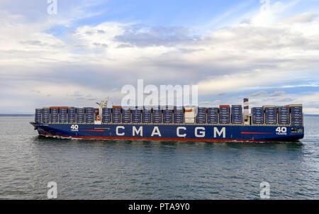 Container frachter CMA CGM Antoine de Saint Exupery in Southampton Wasser/Docks DE - Stockfoto