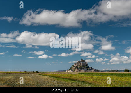 Le Mont Saint Michelle (Frankreich) an einem sonnigen Tag im Sommer - Stockfoto