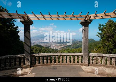 Terrasse mit Landschaft panorama Blick auf den Aussichtspunkt Mirador del Carmen, Teneriffa - Stockfoto